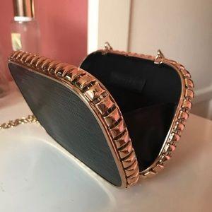 Black chain also purse
